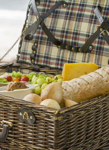 Picnic Experiences In Bay Of Islands | Robertson Lodges